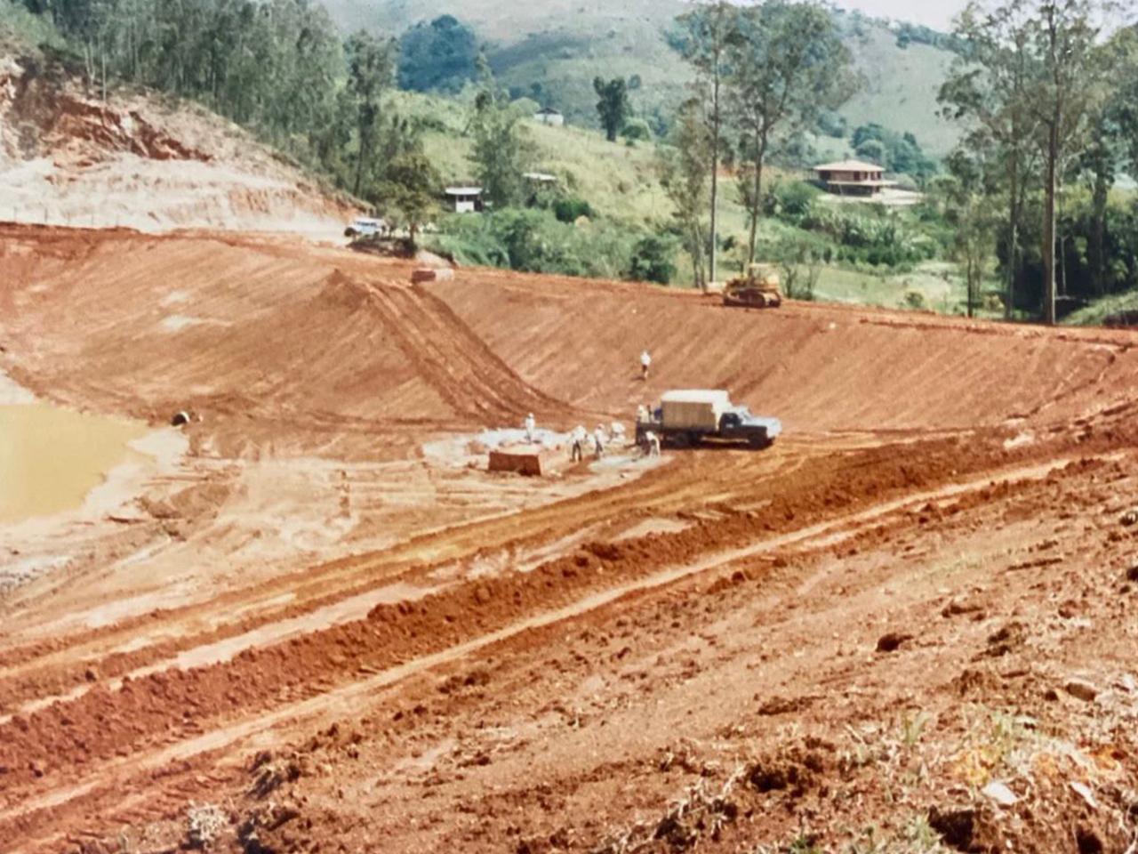 Construção de um dos lagos.