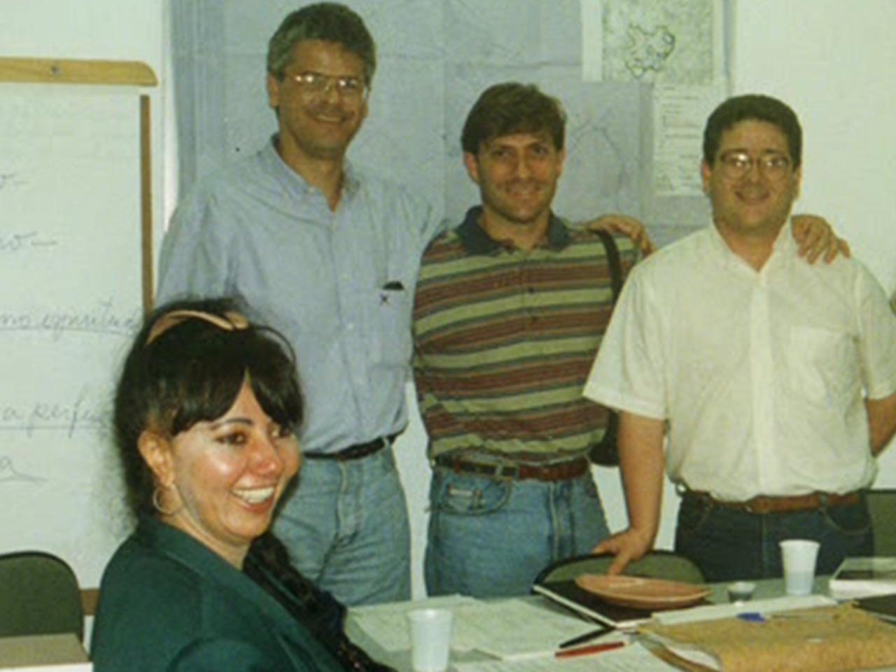 Marcelo Barata, uns dos fundadores, em pé e no meio, recebendo seu titulo patrimonial. Sentada, a sensitiva Mariza Santos, que teve papel fundamental na fundação da ARN.